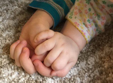 girls-daughters-hands
