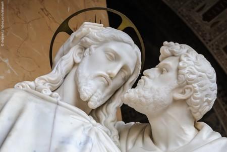 jesus.judas.statue.depositphotos